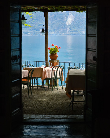 Richards__Dining on Lake Como