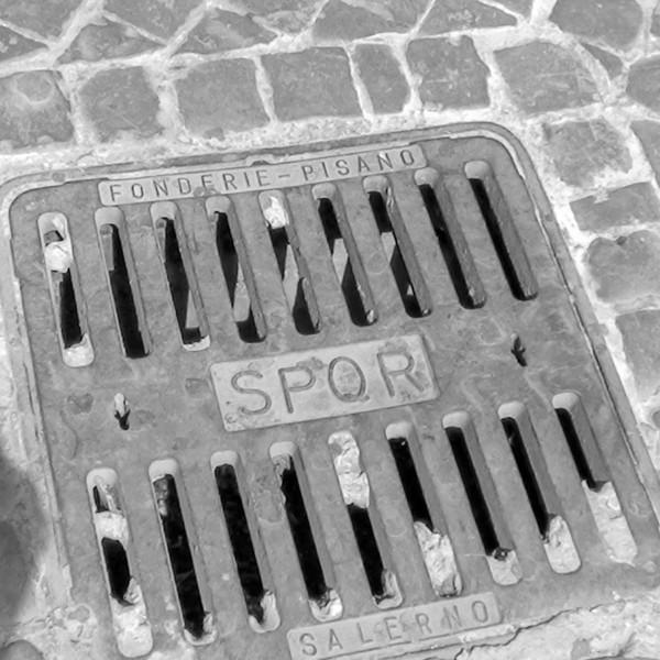 Roman grate SPQR