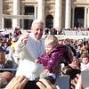 2013-11-06 Papal Visit Crowd edited (11)