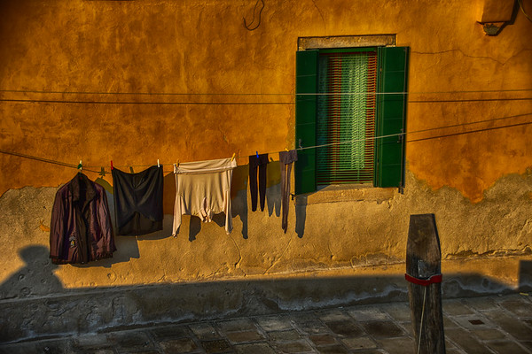 Murano - Low hanging laundry