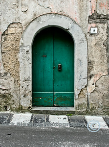 """ The Green Door , Sorrento """