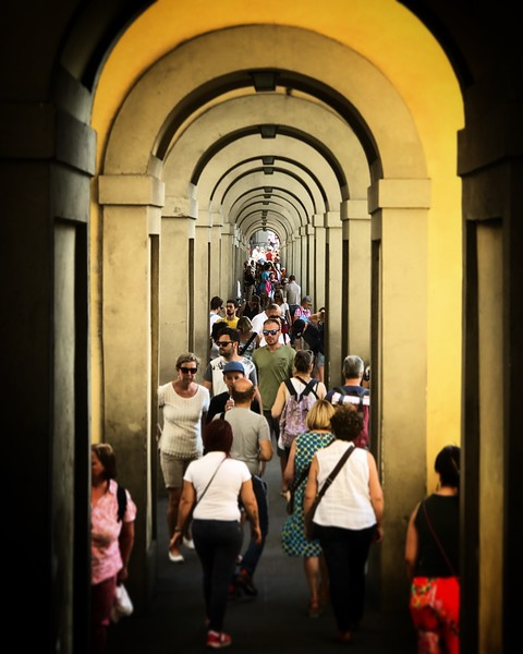 Walkway along the Arno in Florence. 2017.
