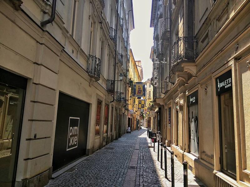 Beautiful street in Turin.  #TagDistrict.App #italy @TagDistrict #italygram #italian #instaitalia #igersitalia #foto_italiane #scatti_italiani #colore_italiano #beitalian #gf_italy #ighype #bestagram #instalike #instahub #instashot #instamoment #instawow