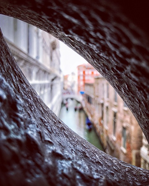 Through the Eye on the Bridge of Sighs. 2017.