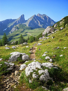 Richards__A Hiking Trail in the Dolomites