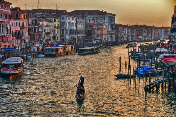 Life in Venice - from Rialto Bridge Moon River