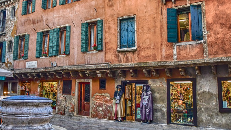 Life in Venice - Masks and costumes everywhere     can't help but think about Joe John!