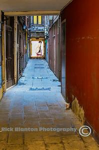 """"""" Venice Alleyway """""""