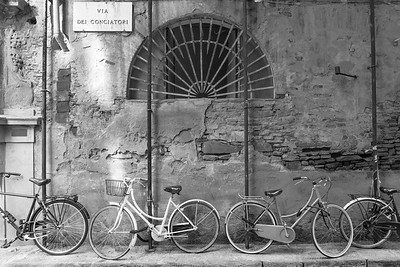 Bicycles on Via Dei Conciatori