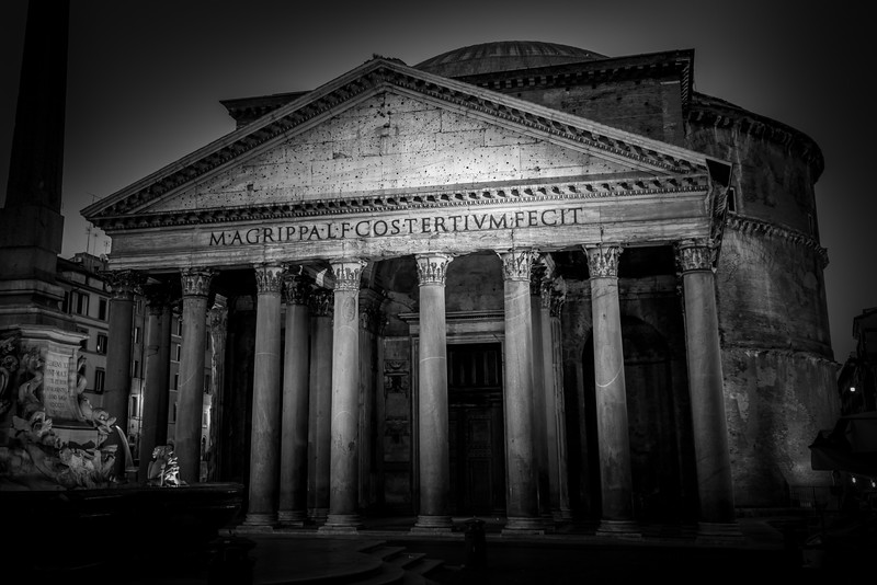 Pantheon in black and white.