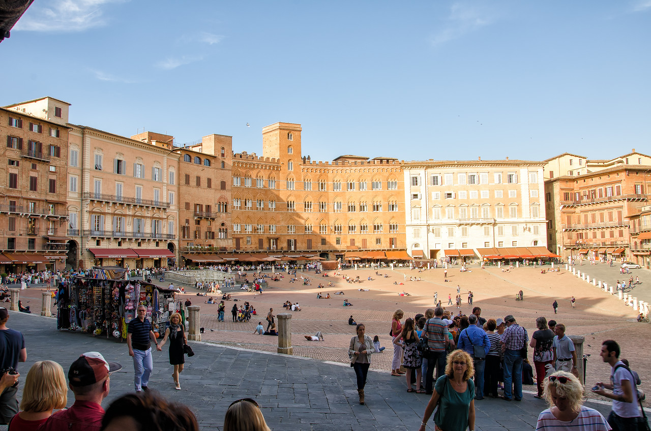 Piazza Del Campo - the main square, the historic meeting point of Siena neighbors. The piazza is lined with restaurants and cafes.