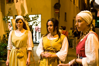 On the evening of the Palio Parade, this dance group entertained the crowd in the streets.