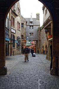 Sous la Porte du Roy, maison de l'Artichaut au dessus de la rue