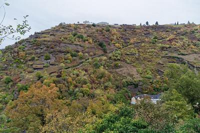 En face, sentier de remontée à Patersberg