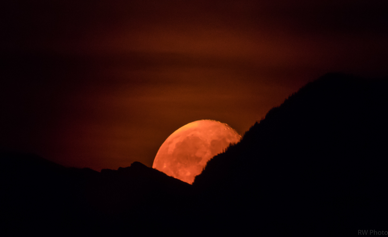 Smokey Moon rise Aug 2, 2015