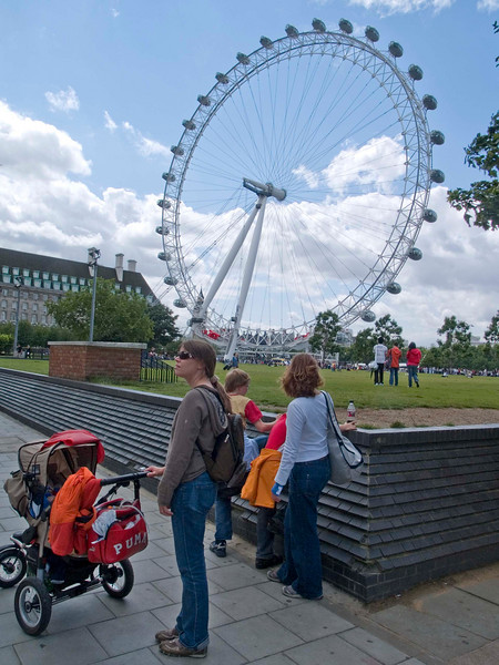 Saturday 28th July 2007 -  Cai wanted to see just how big the London eye is