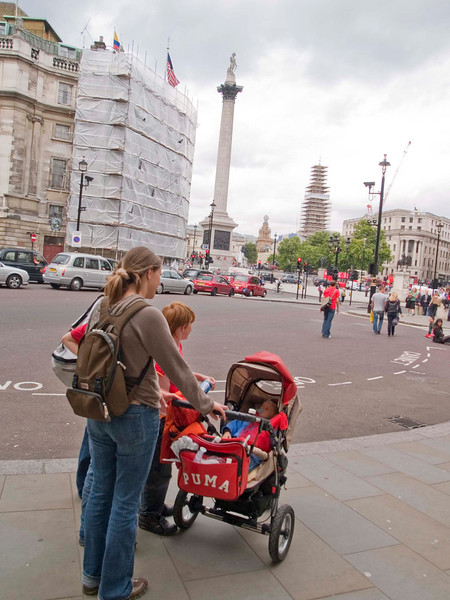 Saturday 28th July 2007 - Cai visits nelson´s column in trafalger square