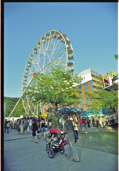 Monday 3rd sept 2007 - its okay we are not back in London, this is one of the fairground rides at badenfahrt.