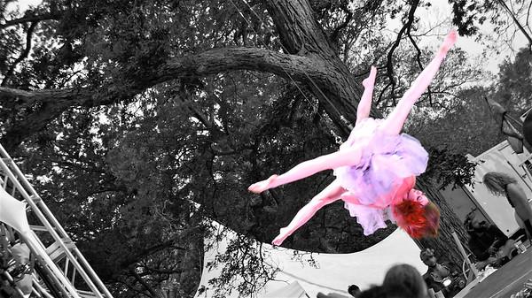 Suspended partner acrobatics @ Art Outside.