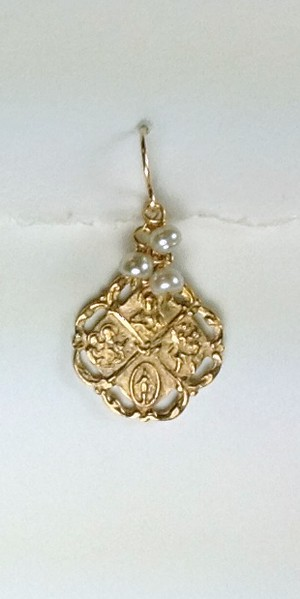 8-RM254- GP CO35  THIS (AND ANY MEDAL) COMES IN EVERY COLOR PEARL OR STONE TO MATCH ANY NECKLACE