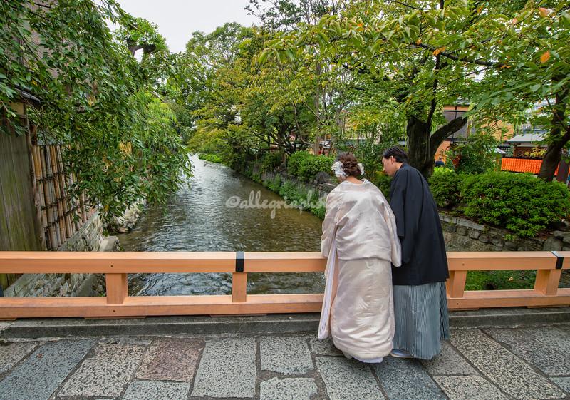 Wedding couple on the Tatsumi Bridge, Gion District, Kyoto, Japan