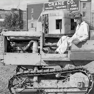 CANVAS-old_tractor_downtown_lot