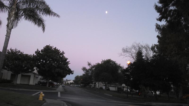 09/15/2013 - Moon on Sunday... Mid Autumn this week.