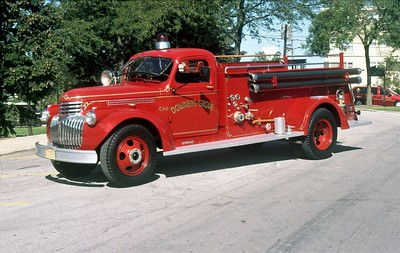 DOWNERS GROVE FD  ENGINE 1  1946 CHEVY - DARLEY   500-200