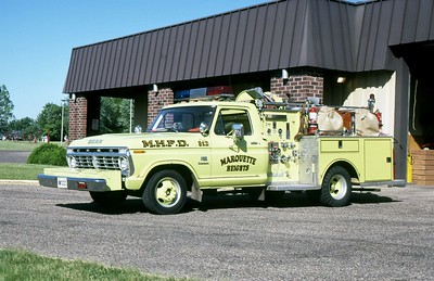 MARQUETTE HEIGHTS FD  ENGINE  1974  FORD F - JOHN BEAN   750-250      MARK MITCHELL PHOTO