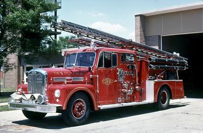 DES PLAINES FD  ENGINE 67  1958  WLF   1000-300   WITH LOVER HEAD LADDER RACKS