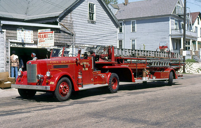 MILWAUKEE FD  LADDER 25  PIRSCH   100' TDA
