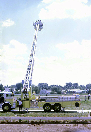 BELOIT FD WI  LADDER 1  SUTPHEN DEMO AT 1976 MONROE FIRE SCHOOL