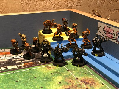 Chaos Blood Bowl Team 75$ includes 4 Chaos Warriors and 10 Beastmen