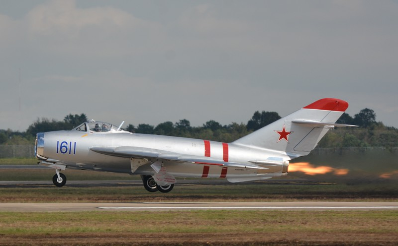 Now I bring you the Mig 17 with it's afterburner on! This is the fighter that our A-4, F-4, etc had to face off with in Vietnam.