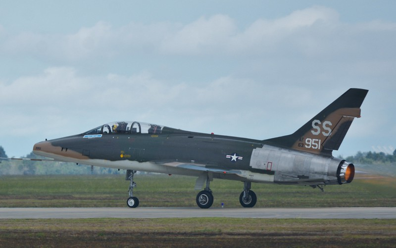 Another great blast from the past - F-100 Super Sabre! Look at it with the afterburner on! This was my first to see this one fly and get photographs. Enjoy these next few photos.