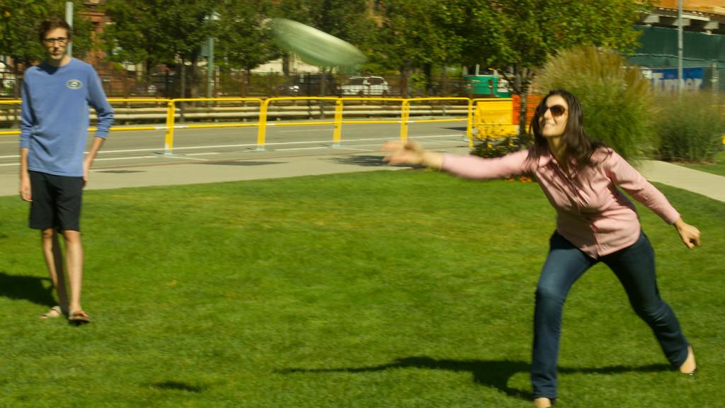 Olya throwing frisbee