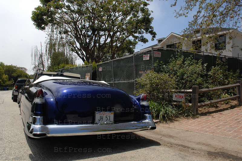Johnny Hallyday Drives a custom 1953 Cadillac to visits his new house.
