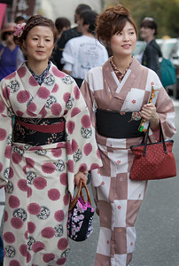 Kimono-clad and on the way to the temple