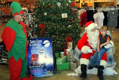 2014 Santa Visits J&P Cycles Florida Superstore (1)