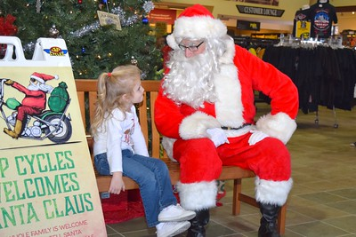 2016 Santa Visits J&P Cycles (7)