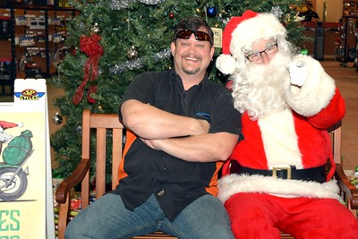 2016 Santa Visits J&P Cycles (34)
