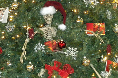 004 Skeleton in Christmas Tree