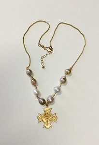 """7-RM267-MP CO118   ARGENTINA COLLEGE MERIT MEDAL ON ORGANIC/MING PEARLS AND VINTAGE CHAIN  27"""""""