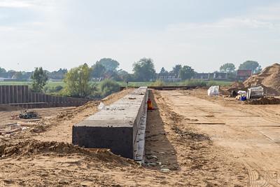 Beton gestort voor de muur