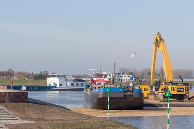 De haven wordt uitgebaggerd