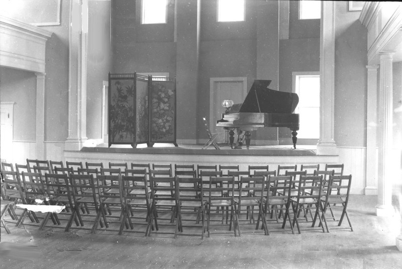 Date: Not given (post-1922). Meetinghouse.