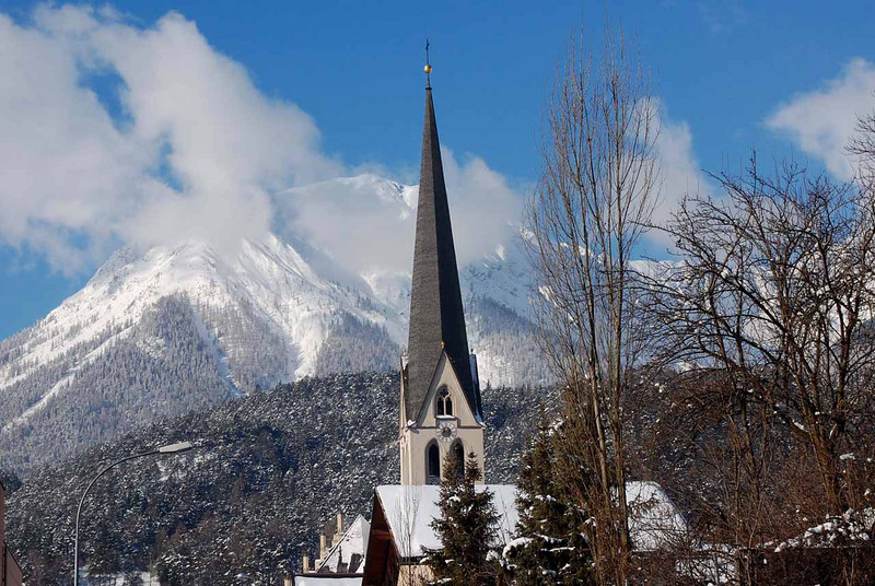Blick über Imst auf die Lechtaler Alpen, konkret den Laaggers (2328m)
