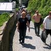 Unsere freundliche Margit beim Aufstieg zum Kloster