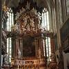 Die einst schlichte Hallenkirche wurde von den Jesuiten im Sinne des Tridentinums zur Predigerkirche umgestaltet und prunkvoll ausgeschmückt. Auch der erst hundert Jahre alte Renaissancealtar musste 1730 einem Barockaltar weichen, dessen Altarbild die Apotheose des Hl. Ägidius, des Patrons der Kirche darstellt.