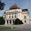 Nicht besichtigt haben wir das Grazer Opernhaus (@Wikipedia), das 1899 im Stil des Neobarock von den Wiener Architekten Fellner und Helmer errichtet wurde. Es fasst 1400 Zuschauer und wird als Mehrspartenhaus geführt.